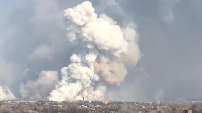 Video. Noskaties video kāUkrainā deg munīcijas noliktava