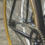 Uzmanību! Policija meklē autovadītāju, kas notrieca velosipēdisti un aizbēga