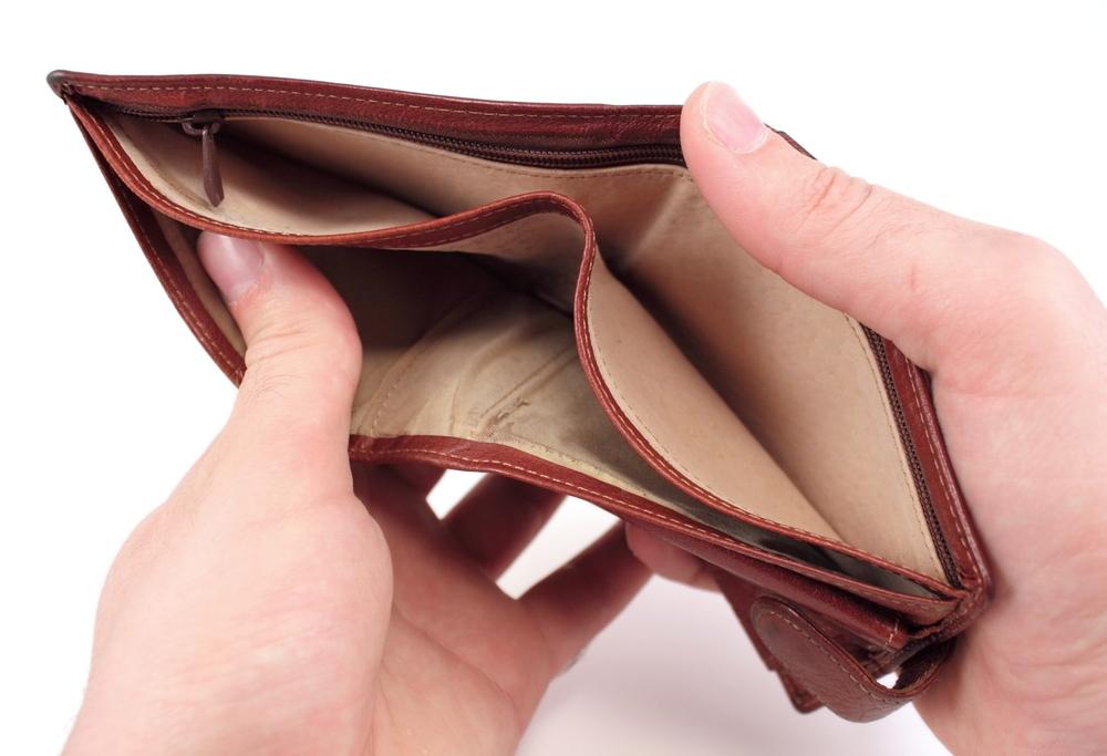Maznodrošinātā statusu nepiešķir, jo radinieks ieskaitījis kontā naudu!